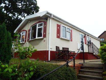 2 Bedrooms Mobile Home for sale in Oakland Glen, Walton-Le-Dale, Preston, Lancashire