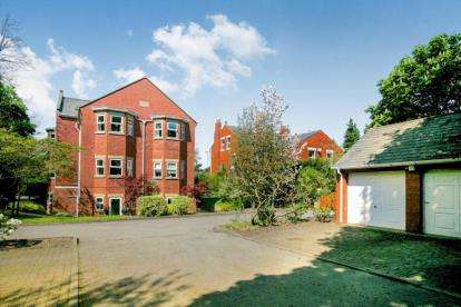 2 Bedrooms Flat for sale in Thornfield, Wilmslow Road, Alderley Edge, Cheshire