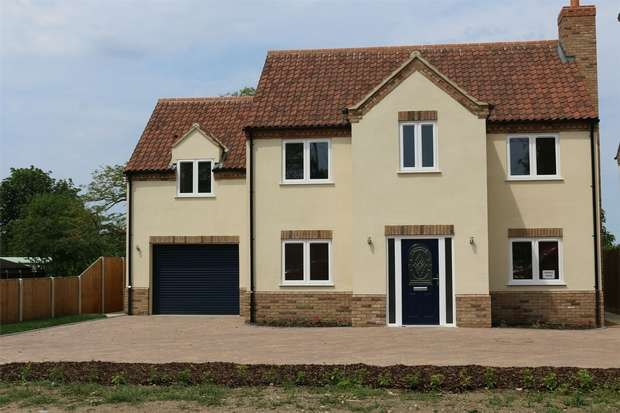 4 Bedrooms Detached House for sale in Walnut House, Gayton