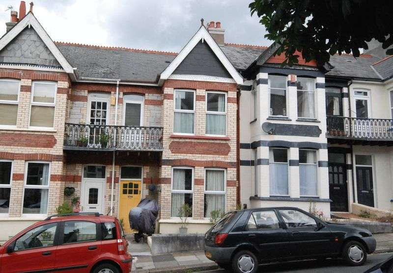 1 Bedroom Flat for sale in Thornbury Park Avenue, Peverell, Plymouth. A spacious double bedroomed flat in need of some refreshment.