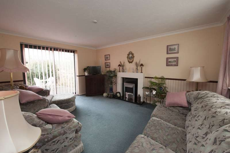 3 Bedrooms Detached House for sale in Naisholt Road, Shepton Mallet, Somerset, BA4