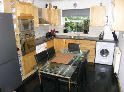 2 Bedrooms Flat for sale in Loughton, Essex