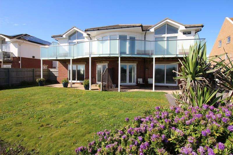 2 Bedrooms Apartment Flat for sale in Hurst Road, Milford On Sea, Lymington