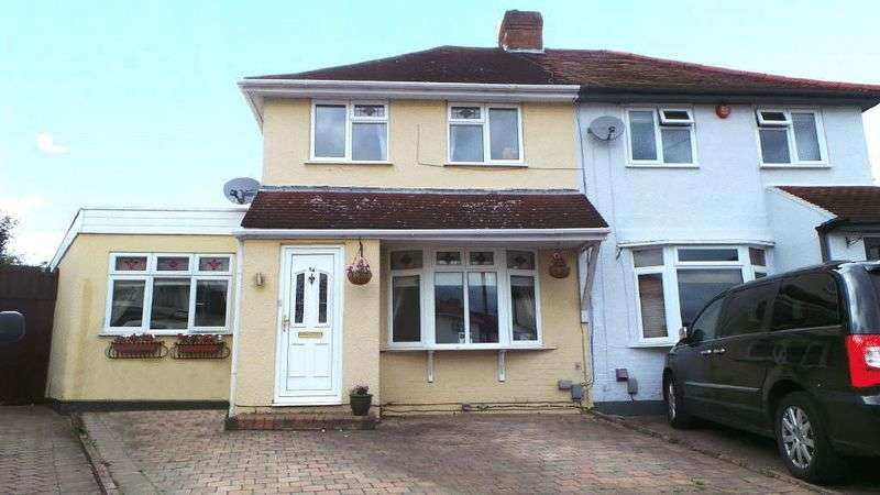 3 Bedrooms Semi Detached House for sale in Endeavour Road, Cheshunt