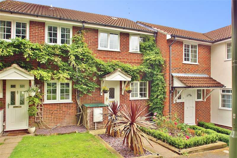 2 Bedrooms Terraced House for sale in Ivy Drive, Lightwater, Surrey, GU18