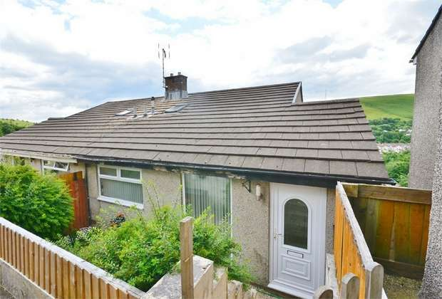 3 Bedrooms Semi Detached House for sale in St Annes Gardens, Abertridwr, CAERPHILLY