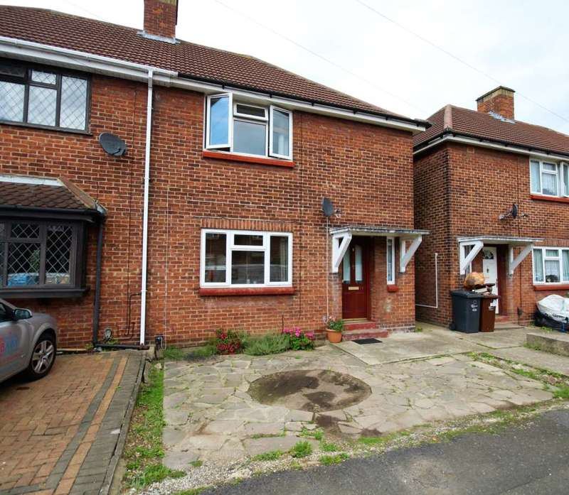 3 Bedrooms Semi Detached House for sale in Thornton Farm Avenue, Romford