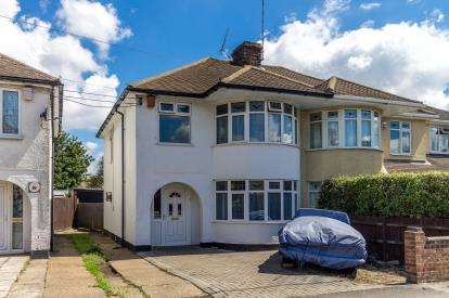 3 Bedrooms Semi Detached House for sale in Hockley, Essex, United Kingdom