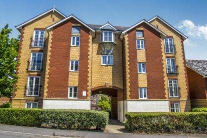 2 Bedrooms Flat for sale in Harrison Way, Windsor Quay, Cardiff Bay, Cardiff