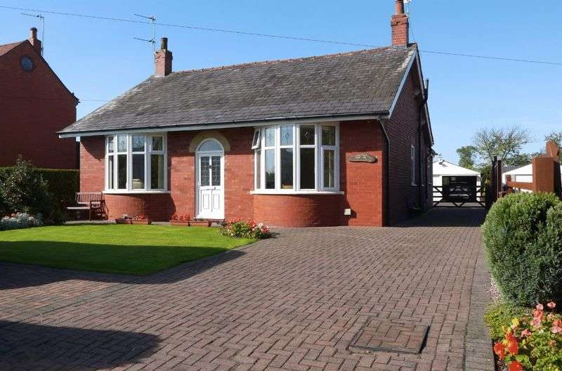4 Bedrooms Detached Bungalow for sale in Croston Road, Farington Moss, Leyland