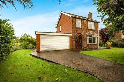 3 Bedrooms Detached House for sale in Moss House Lane, Much Hoole, Preston, Lancashire