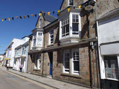 3 Bedrooms Maisonette Flat for sale in Camborne, Cornwall