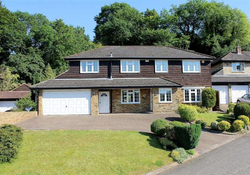 5 Bedrooms Detached House for sale in The Chestnuts, Beechwood Park, Felden