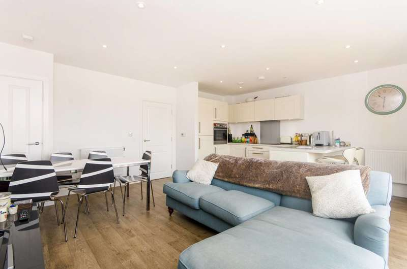 2 Bedrooms Flat for sale in Valley Road, Streatham, SW16