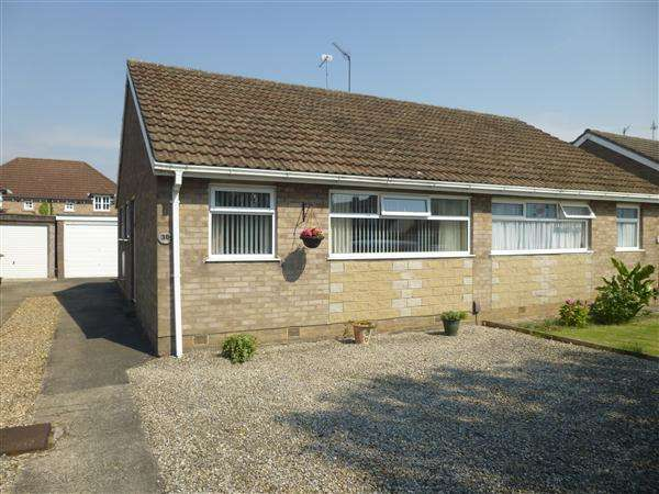 2 Bedrooms Semi Detached Bungalow for sale in Carrfield, Woodthorpe, York