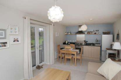 2 Bedrooms Flat for sale in Oxclose Park Rise, Halfway, Sheffield, South Yorkshire