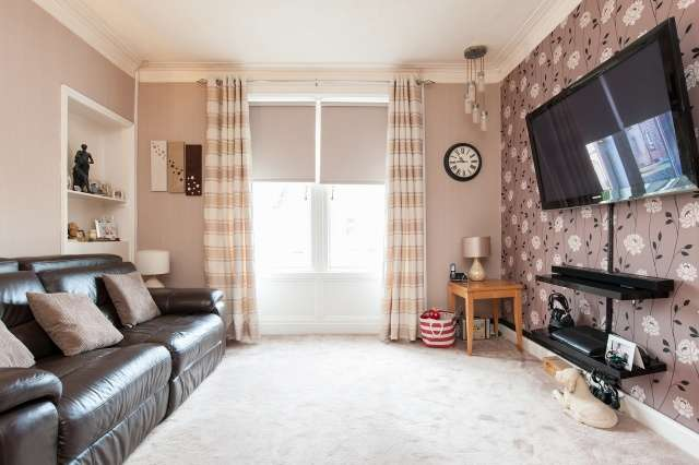 3 Bedrooms Flat for sale in Albany Avenue, Glasgow, G32 0HJ