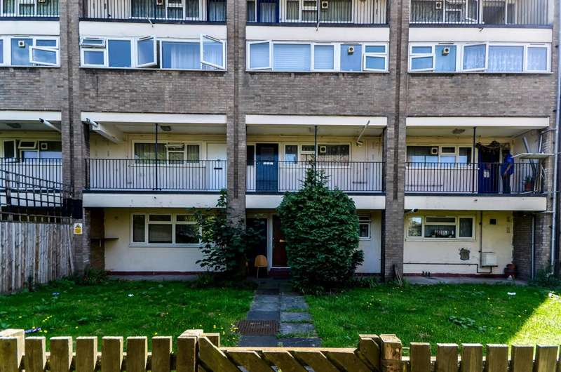 3 Bedrooms Flat for sale in Leyton Grange Estate, Leyton, E10