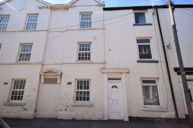 3 Bedrooms Terraced House for sale in Clark Street, Scarborough, North Yorkshire, YO12 7PS