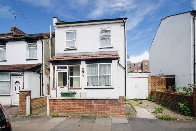 2 Bedrooms Flat for sale in Graham Road, Wealdstone, HA3