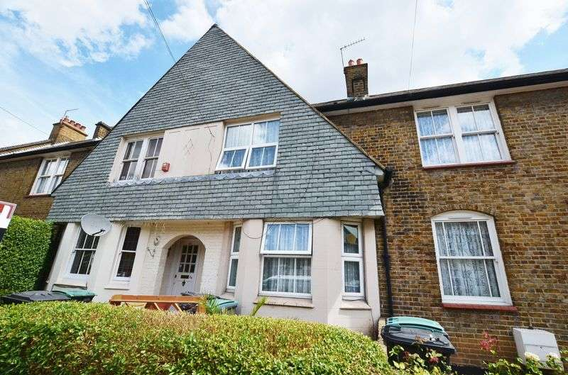 3 Bedrooms Terraced House for sale in Kevelioc Road, London