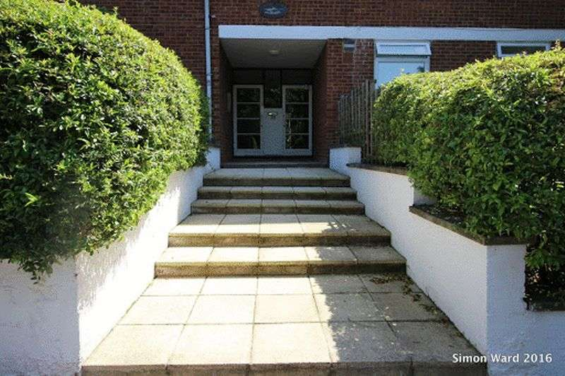 2 Bedrooms Flat for sale in Spurgeon Road, London SE19