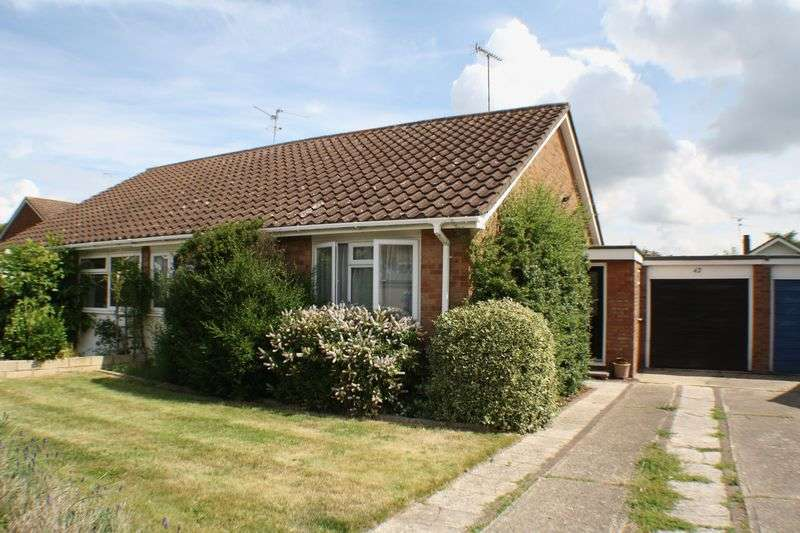 2 Bedrooms Semi Detached Bungalow for sale in Telford Crescent, Reading
