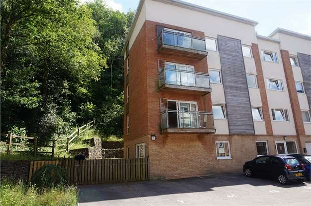 2 Bedrooms Flat for sale in 4 Dyffryn Court, Abercarn, Newport, Caerphilly