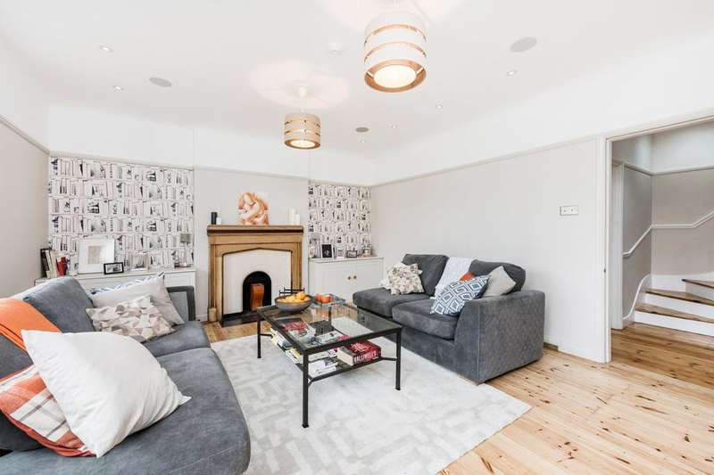 3 Bedrooms Flat for sale in Beeches Road, London SW17