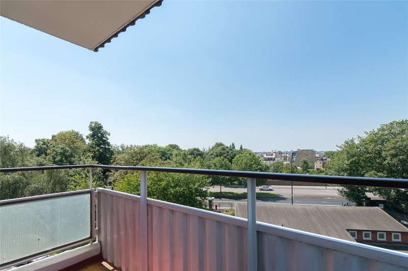 1 Bedroom Flat for sale in Woodhall House, Fitzhugh Grove, London, SW18