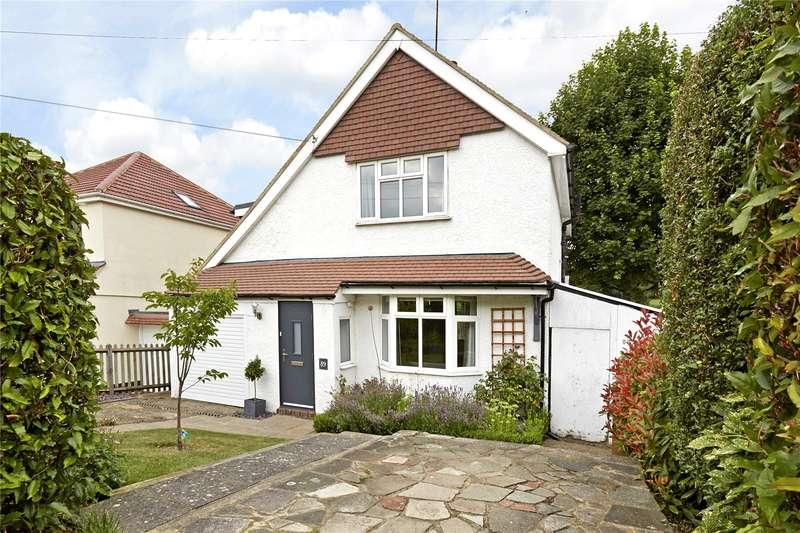 4 Bedrooms Detached House for sale in Grosvenor Road, Epsom, Surrey, KT18