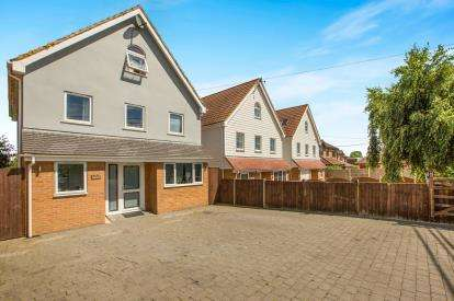 5 Bedrooms Detached House for sale in Mayland, Chelmsford, Essex