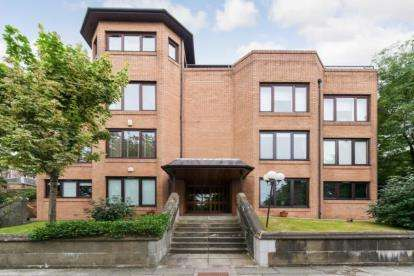 2 Bedrooms Flat for sale in Great Western Road, Kelvinside