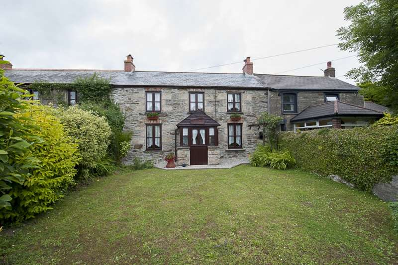3 Bedrooms Terraced House for sale in Kehelland, Camborne, Cornwall, TR14