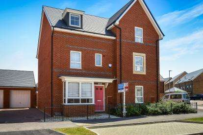 4 Bedrooms Semi Detached House for sale in Bow Road, Brooklands, Milton Keynes