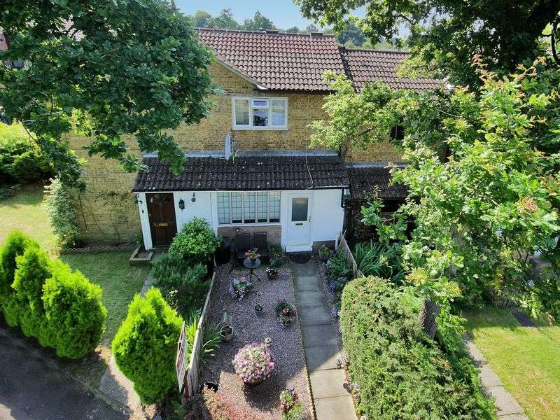 1 Bedroom Terraced House for sale in Woodcourt, Tollgate Hill, Crawley, West Sussex