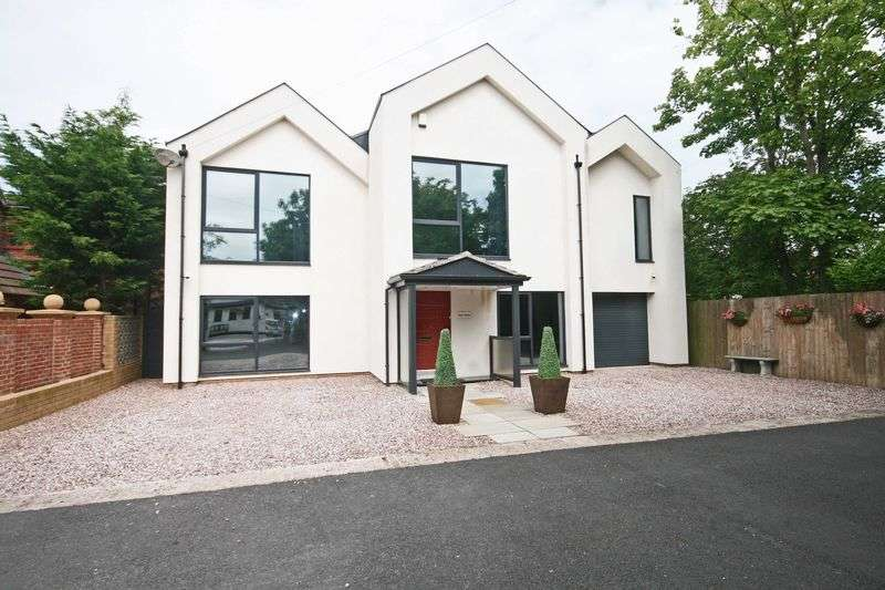 4 Bedrooms Detached House for sale in Holmefield Avenue, Thornton-Cleveleys