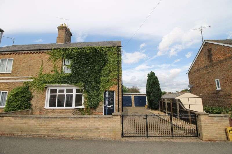 3 Bedrooms Semi Detached House for sale in Whytefield Road, Ramsey, Huntingdon, Cambridgeshire