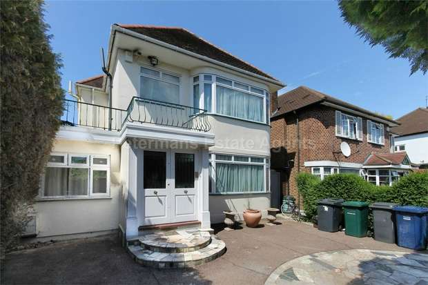4 Bedrooms Detached House for sale in Penshurst Gardens, Edgware, Greater London
