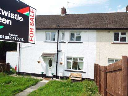 3 Bedrooms Semi Detached House for sale in Wycoller Avenue, Burnley, Lancashire, BB10