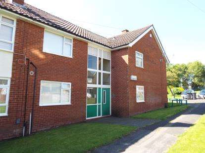 2 Bedrooms Flat for sale in Parklands View, Little Sutton, Ellesmere Port, Cheshire, CH66