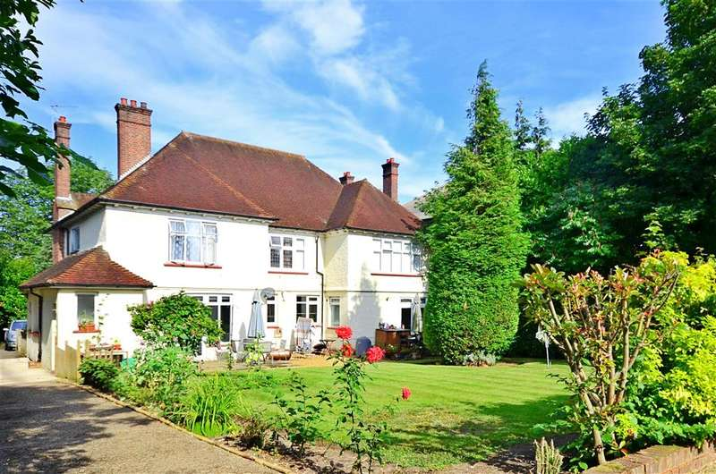 2 Bedrooms Ground Flat for sale in Brighton Road, Sutton, Surrey