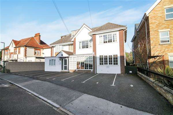 3 Bedrooms Flat for sale in Studland Road, Bournemouth