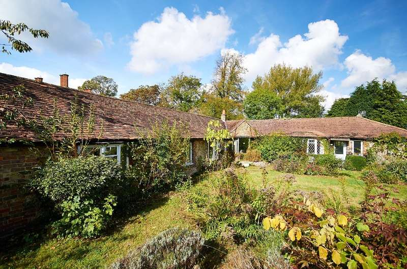 3 Bedrooms Detached Bungalow for sale in Woldingham