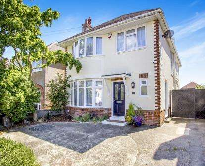 3 Bedrooms Detached House for sale in Bournemouth, Dorset