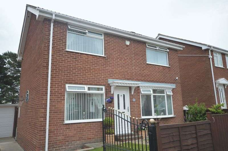 4 Bedrooms Detached House for sale in Muncaster Way, Whitby