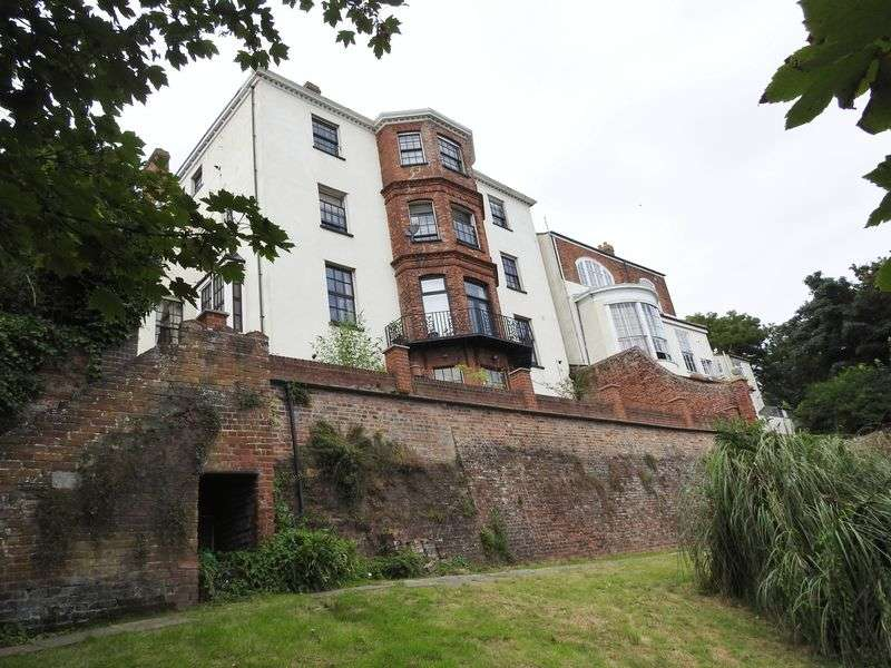 1 Bedroom Flat for sale in 4 High Street, Lowestoft