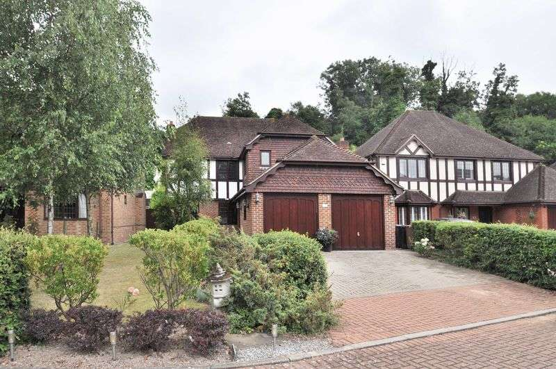 4 Bedrooms Detached House for sale in Brook Park, Dartford