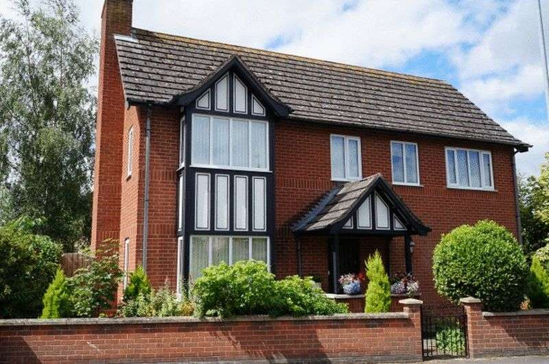 4 Bedrooms Detached House for sale in Tattershall Road, Woodhall Spa