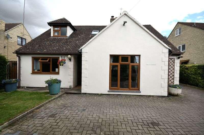 4 Bedrooms Detached House for sale in Swinbrook Road, Carterton